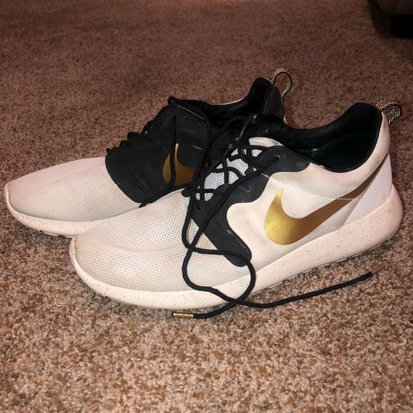 Nike Shoes | Roshe Run Gold Trophy Mens